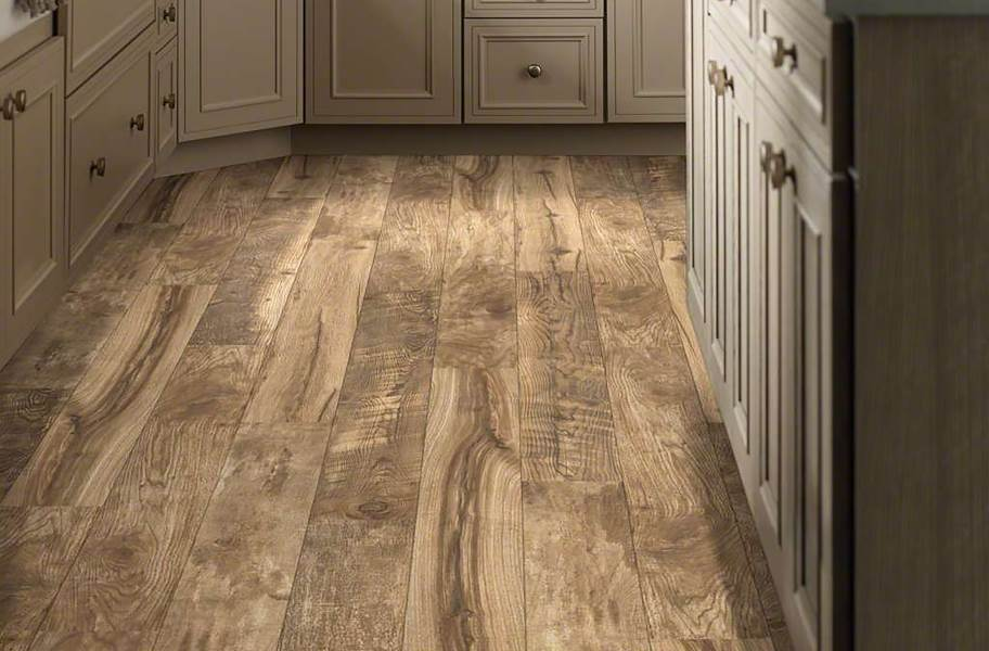12mm Woodhaven WaterResist Laminate - Composed Gold