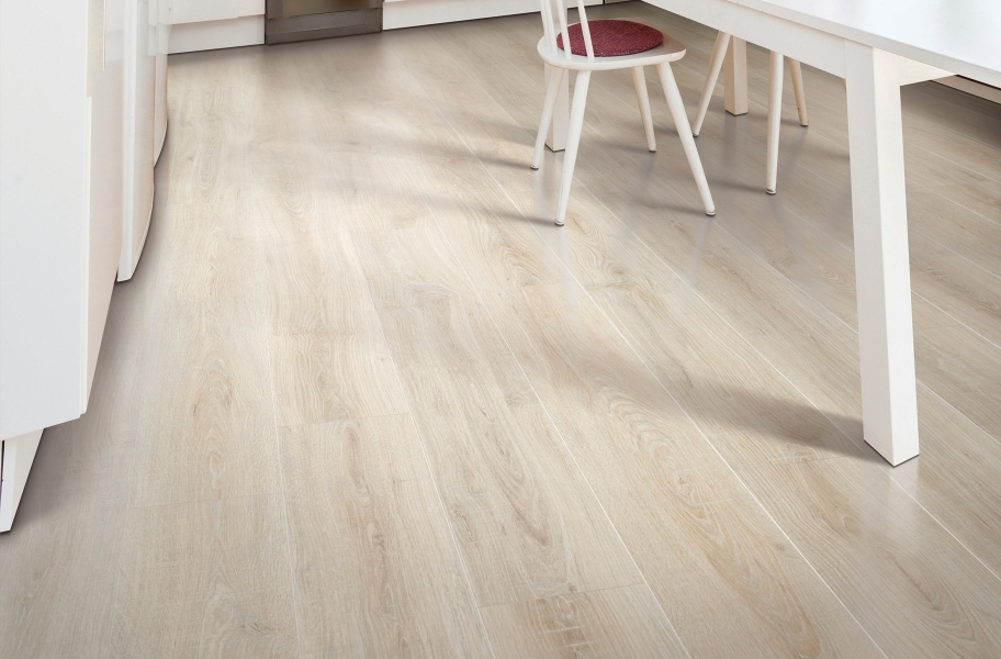 12mm Mohawk Rare Vintage Laminate Flooring - Sandcastle Oak