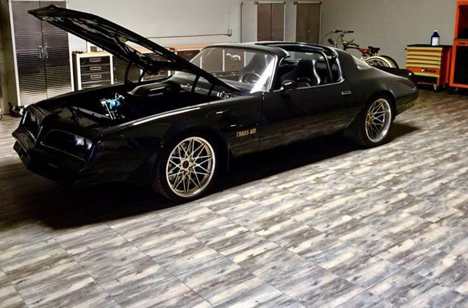 Vinyltrax Tiles - Reclaimed Pine