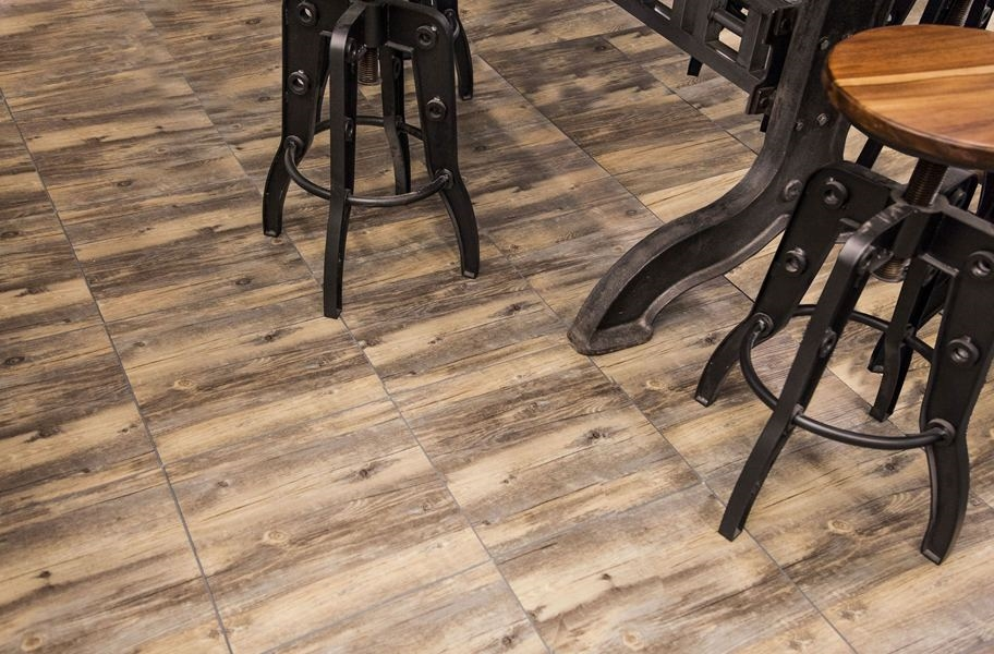 Vinyltrax Tiles - Reclaimed Pine