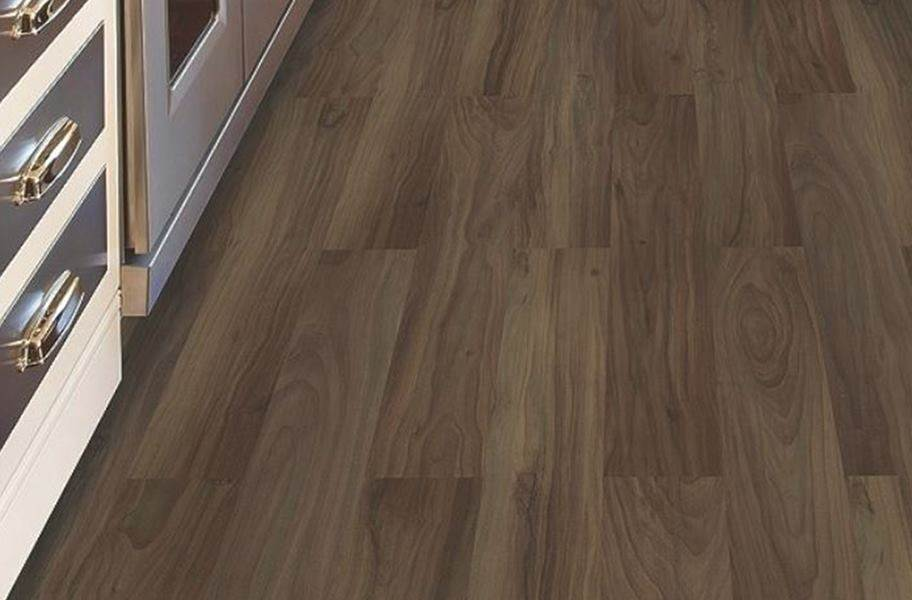 Mohawk Woodlands Vinyl Planks - Chocolate Swirl